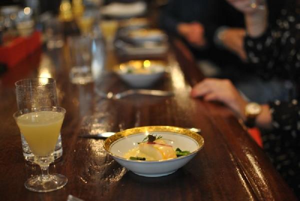 Omelette norvégienne flambée à l'eau de vie de framboises du Gallopin (75002)